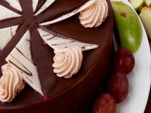 Postal: Tarta de chocolate y frutas
