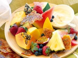 Plato con frutas para el desayuno