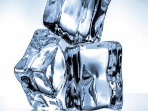 Postal: Cubos de hielo en 3D