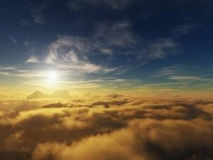 El sol sobre las montañas y nubes