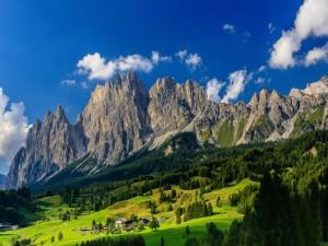 Postal: Pueblo en un valle (Baviera, Alemania)