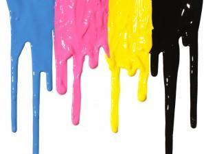 Postal: Pinturas de varios colores goteando sobre la pared