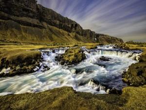 Postal: Río torrentoso en Islandia