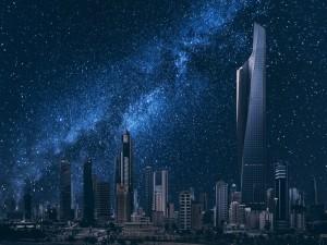 Cielo estrellado sobre los edificios de Kuwait
