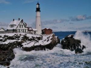 Faro y nieve en Cape Elizabeth (Maine)