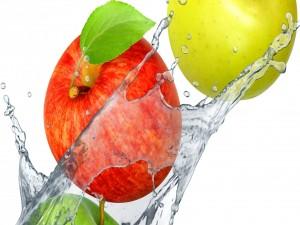 Postal: Manzanas en el agua