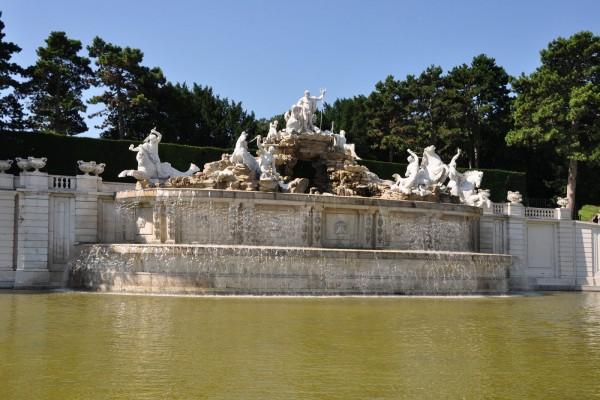 Fuente de Neptuno en el Palacio de Schönbrunn (Viena, Austria)