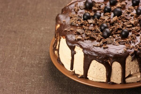 Riquísima torta cubierta con chocolate