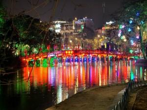 Puente del Sol Naciente (Hanói, Vietnam)