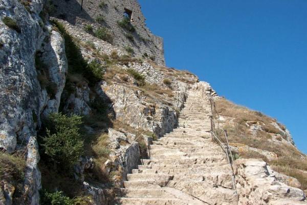 Escalera de San Luis en el castillo de Peyrepertuse (Francia)