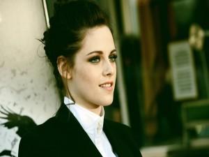 Kristen Stewart con el pelo recogido