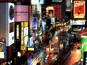 Una calle luminosa de Nueva York