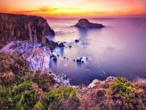 Isleta rocosa en el mar
