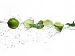 Cítricos entre gotas de agua