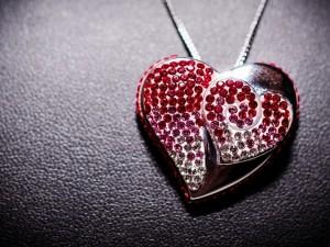 Colgante con forma de corazón