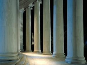 Postal: El Monumento a Washington entre las columnas