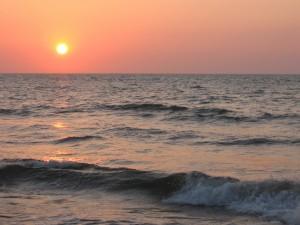 Postal: El mar y el sol al atardecer