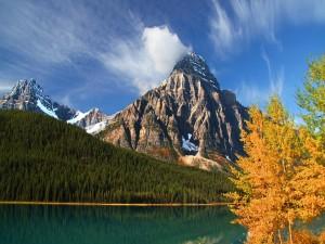 Montañas en el Parque Nacional Banff  (Alberta, Canadá)