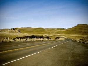 Postal: Carretera solitaria en el campo