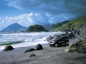 Postal: Un Jeep en la playa