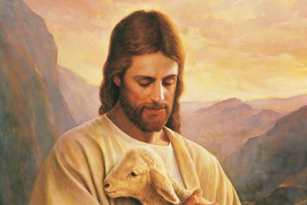Jesús sosteniendo un cordero