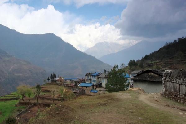 Pequeña aldea en las montañas
