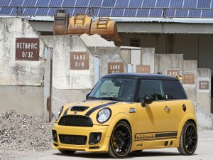 Mini Cooper amarillo