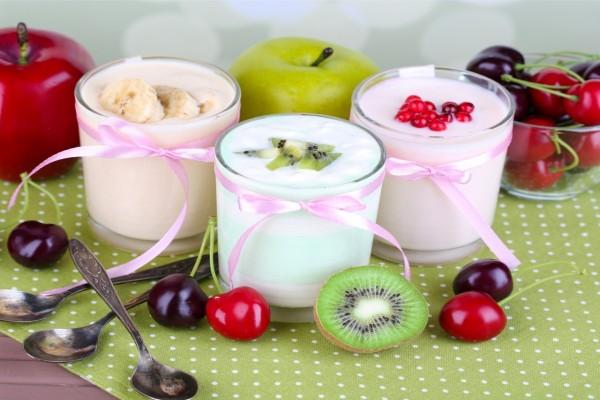 Yogur batido con frutas