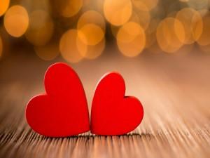 Postal: Dos corazones de madera