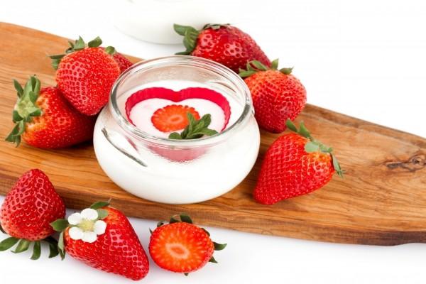 Yogur con fresas frescas