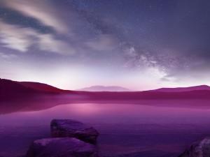 Postal: Cielo estrellado sobre un lago púrpura