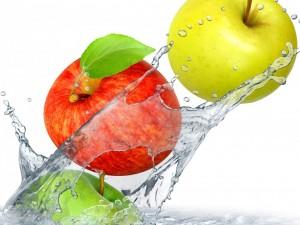 Postal: Tres manzanas verde, roja y amarilla