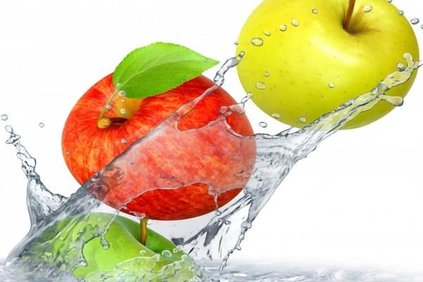 Tres manzanas verde, roja y amarilla