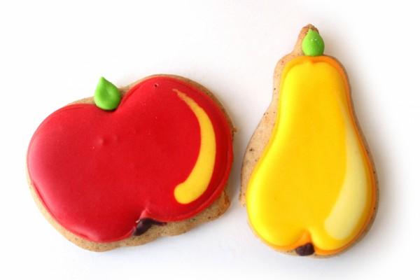 Galletas con forma de pera y manzana
