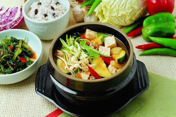 Sopa de vegetales y tofu