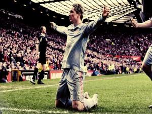 Fernando Torres de rodillas celebrando un gol