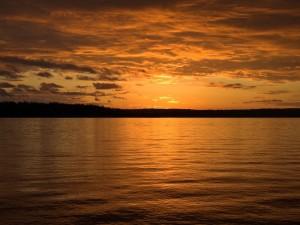 Cielo y agua al atardecer