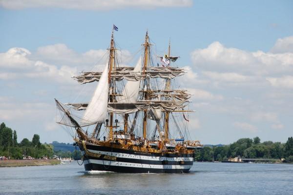 La nave Amerigo Vespucci en Italia