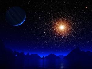 Estrellas y planetas sobre un lago entre montañas