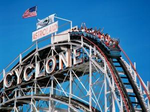 Postal: Atracción Cyclone en el parque Astroland (Coney Island)
