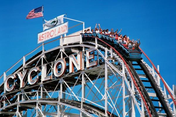 Atracción Cyclone en el parque Astroland (Coney Island)
