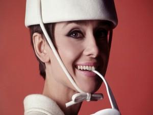 Postal: La bella actriz Audrey Hepburn