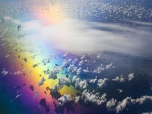 Postal: Nubes sobre el arcoíris