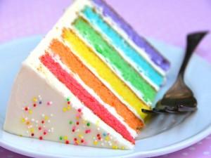 Postal: Porción de pastel arcoíris