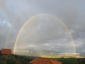 Contemplando un gran arcoíris