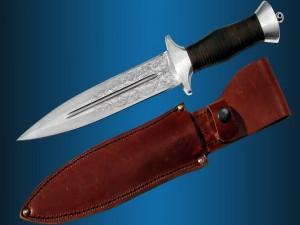 Un puñal tallado