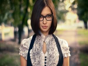 Postal: Chica con gafas