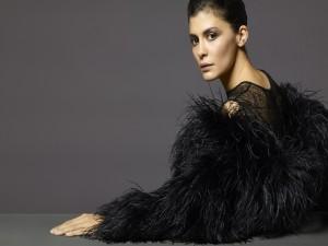 Audrey Tautou con un bonito traje negro