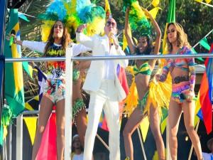 Postal: Pitbull, Jennifer Lopez y Claudia Leitte interpretando la canción del Mundial Brasil 2014