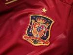 Camiseta y escudo de la Selección Española de fútbol